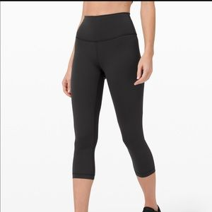 LULULEMON WUNDER UNDER CROPPED LEGGINGS - EUC